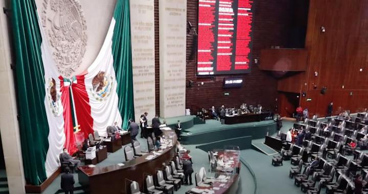 Presentación de Reforma de Ley, por estudiantes y docentes de la Escuela de Derecho.